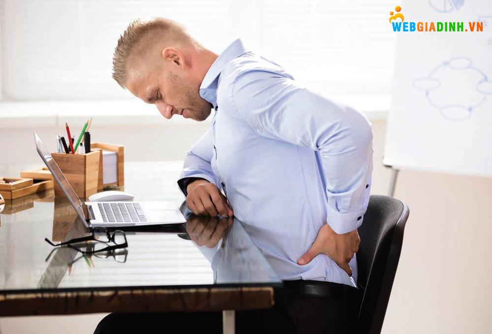 Bệnh đau lưng do ngồi lâu một chỗ!