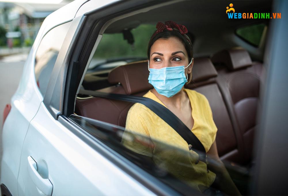 Mở cửa sổ giúp tinh thần thoải mái, chống lại mệt mỏi khi đi ngồi trên xe!
