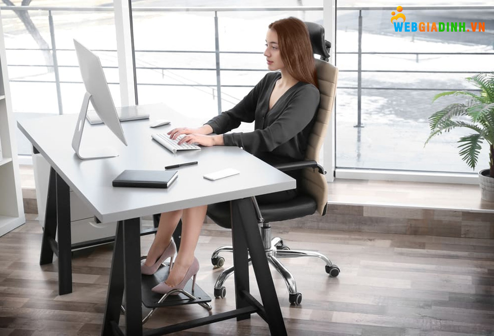 Tư thế ngồi làm việc đúng phòng tránh bệnh văn phòng!