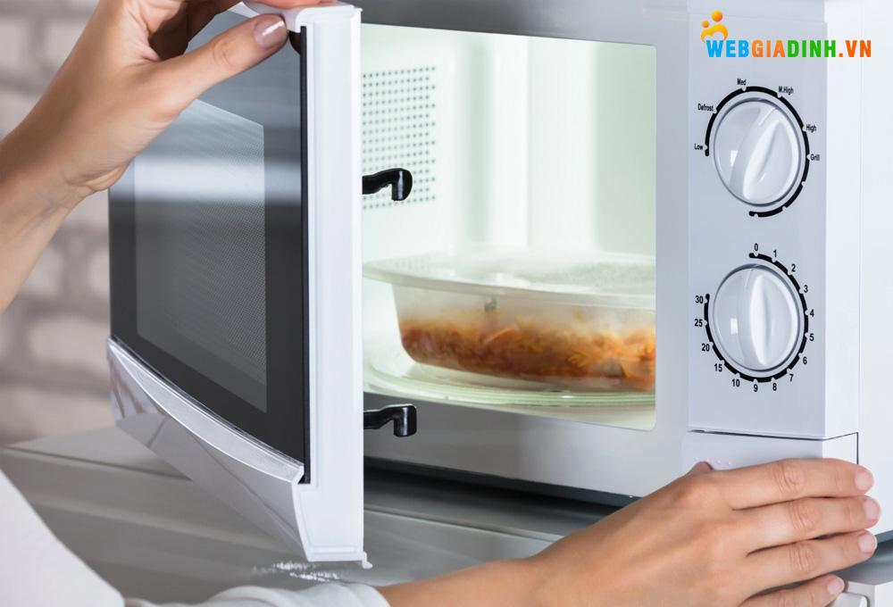 Sử dụng lò nướng đúng cách để an toàn và tiết kiệm điện