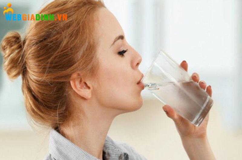 uống nước mỗi ngày