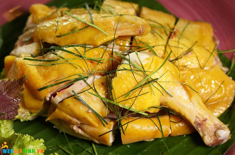 chế biến thịt gà luộc lá chanh