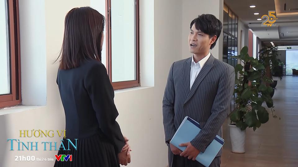 Huy và Phi gặp nhau nói chuyện về sự hợp tác công ty.