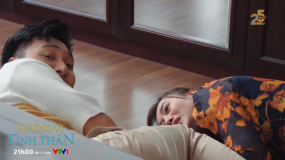 Hai người rón rén sợ bà tỉnh giấc - Tập 34 bộ phim Hương vị tình thân