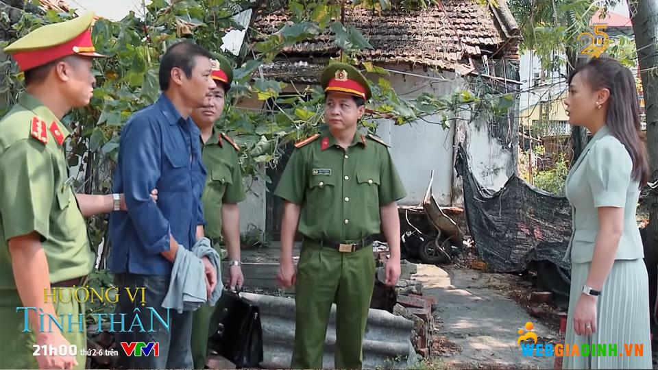Vừa lúc Nam đến thăm thì chứng kiến cảnh ông Sinh bị bắt.