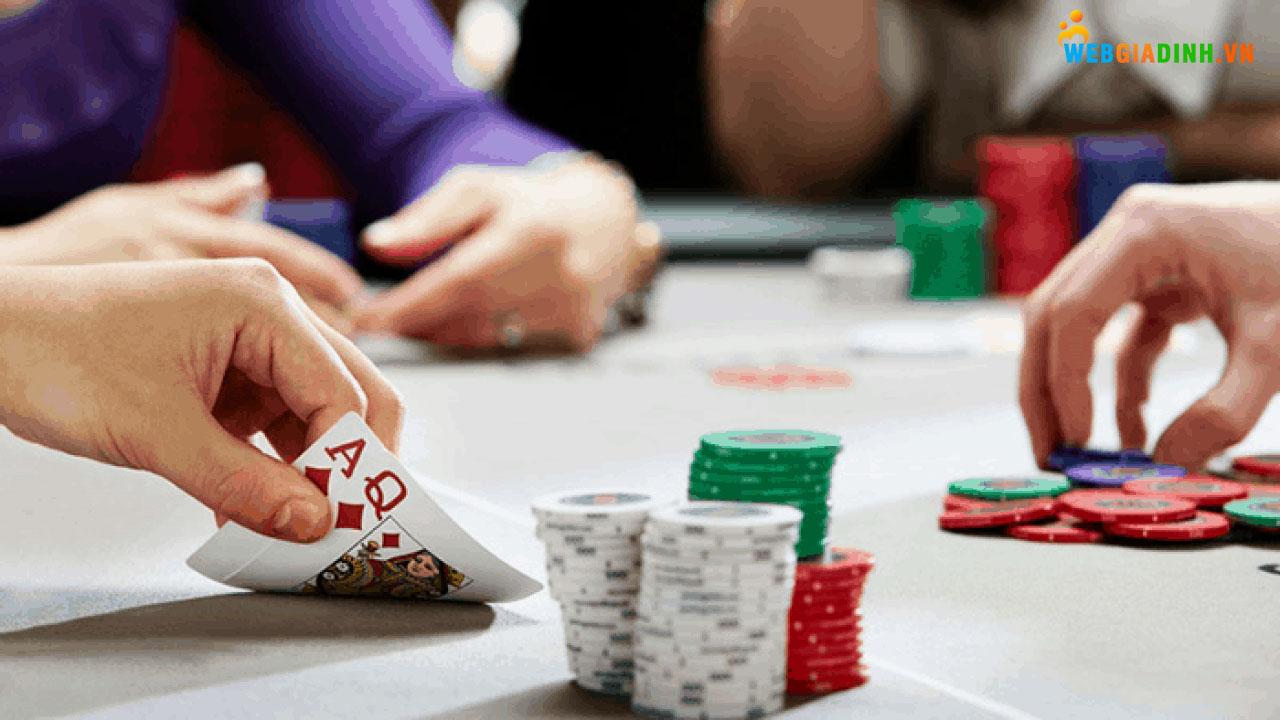 Nằm mơ thấy đánh bài