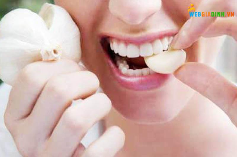 tép tỏi trị đau răng tức thì