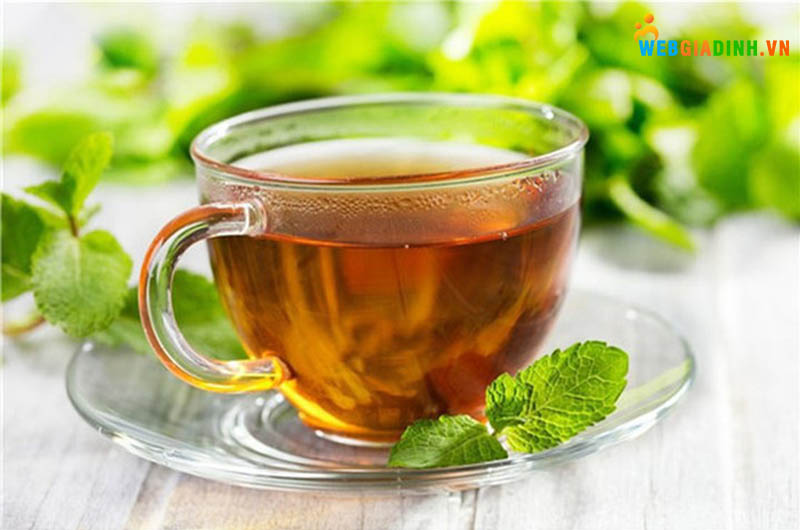 uống trà bạc hà giảm đau nhức